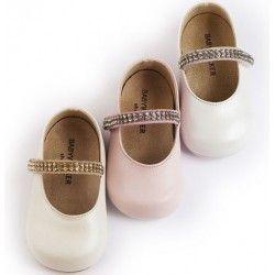 Детски обувки от естествена кожа, украсени с кристалчета по каишката. Подходящи за първите стъпки на вашето дете. Предлагат се в три цвята: екрю, бяло и розово.
