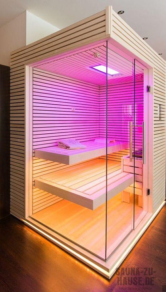 Eine Sauna, die muss funktional sein. Aber auch stylish. Deshalb setzen die Hersteller neben technischen Erneuerungen immer mehr auf innovative Designs. Wir zeigen die heißesten Modelle im Überblic…