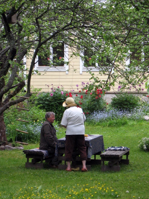 """""""Open gardens""""-event where people invite visitors to their gardens. Arranged in June.  (Photo: Kajsa Snickars)"""