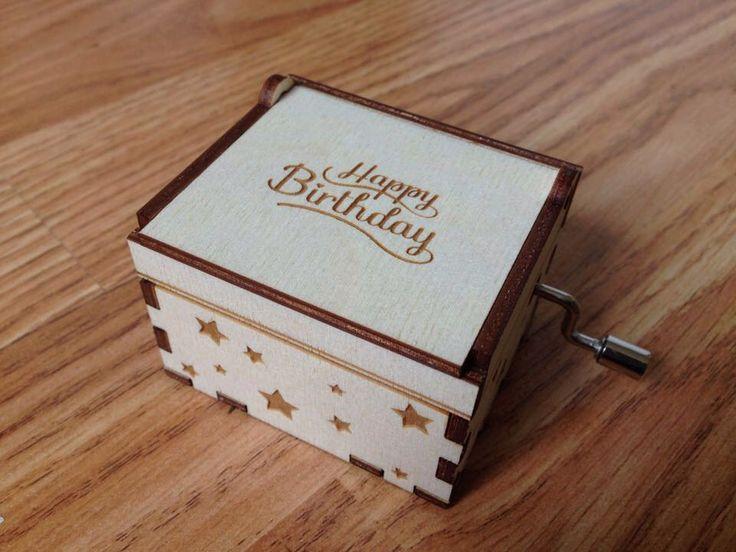 Boîte à musique Joyeux anniversaire. Objet de collection. Fait à la main. Pour petits et grands. Cadeau idéal. par JeanDit sur Etsy https://www.etsy.com/fr/listing/255959778/boite-a-musique-joyeux-anniversaire