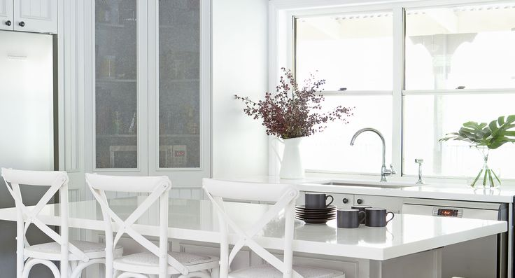 Beautiful light and white Hamptons style kitchen