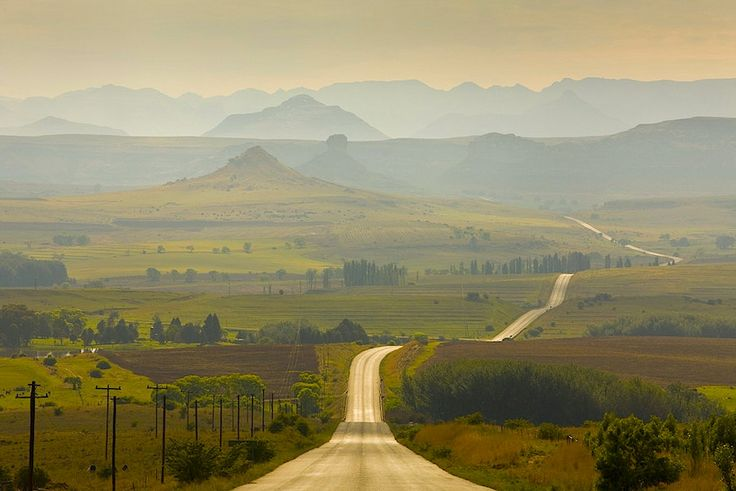 Sylvain Oliveira:   Road to Clarens, South Africa (via onmyowntwohands)
