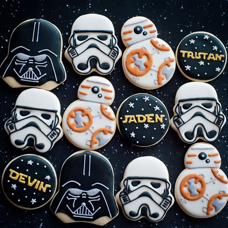 Collection of the best DIY Decorated Star Wars Cookies in the galaxy! All of these cookies include step-by-step instructions so that you can make them in your own kitchen for Star War parties, movie nights, and Star Wars Baby, Bd Star Wars, Tema Star Wars, Star Wars Food, Star Wars Kids, Star Wars Party Food, Star Wars Party Decorations, Star Wars Cookies, Star Wars Cupcakes
