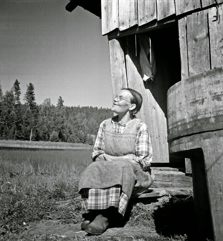 Black and White Photos of Daily Life in Finland in 1941 - woman sitting on steps in sun - Finnish