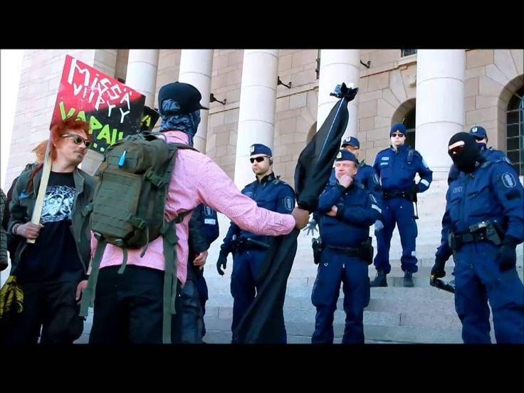 Mielenosoitus - Nyt saa riittää - Poliisi turvautui kyynelkaasuun