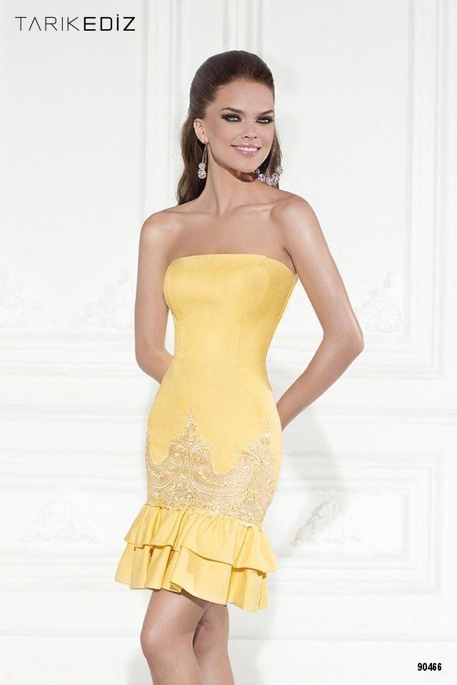 Vestido recto con bordado y en color amarillo. ¿Eres supersticiosa?