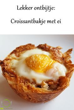 Superlekker ontbijtje: croissantbakje met ei