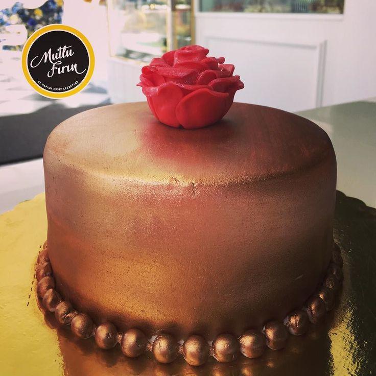 En güzel mutfak paylaşımları için kanalımıza abone olunuz. http://www.kadinika.com ÖZEL ORGANİZASYONLARINIZ İÇİN KROKANLI DOĞUM GÜNÜ PASTAMIZ #mutlufirinkayseri #kayseributikpasta #kayseripastasipariş #en_iyileri_kesfet #kayseributikpasta #mutfakgram #yemekrium #doğumgünüpastası #birthdaycake  #pasta #kayseripasta #çikolata #profiterol #doğumgünü #nişan #söz #düğün #kurabiye #poğaça #gubate #makaron #cheesecake #lorkurabiyesi #kayseripastacıları #gubate #kruvasan #börek #suböreği…