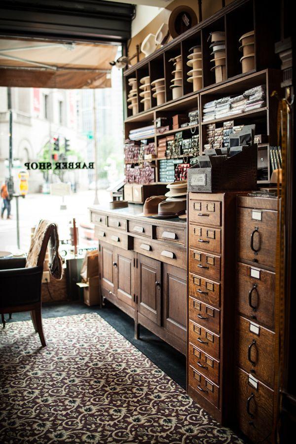 De 25 bedste id er inden for haberdashery p pinterest broderi h ndbroderi og broderisting - Barber shop interior ...