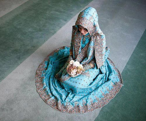 Muslim Bride #Hijab - I'm not muslim, but I just wanted to pin this so I can admire it.