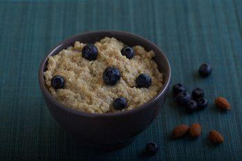 Quinoa-amandelpap met bosbessen