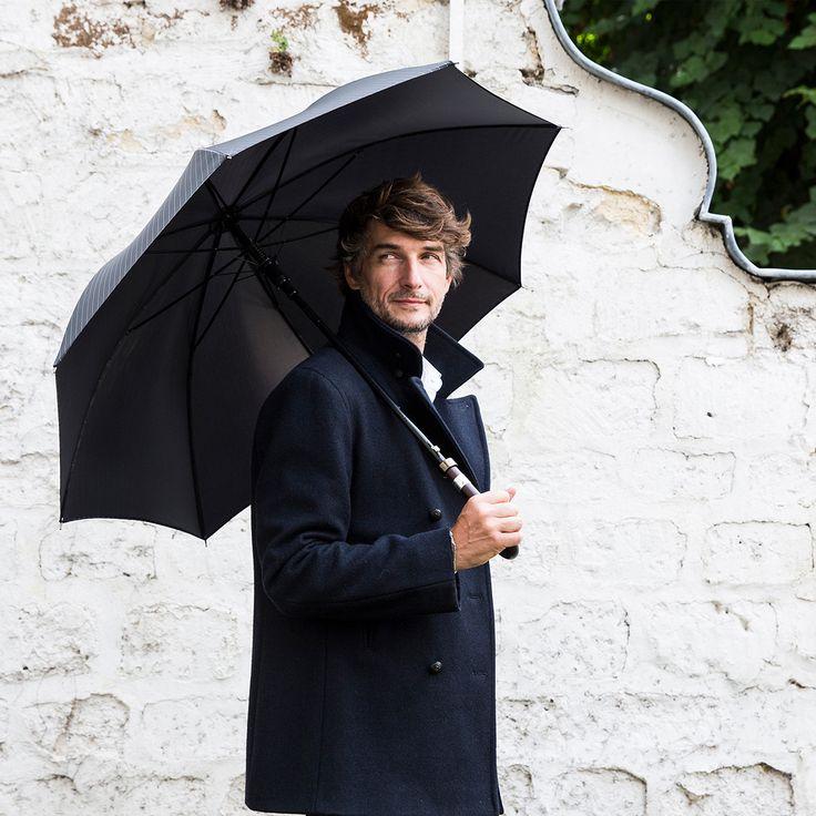 PARAPLUIE HOMME ULTRA-CHIC DROIT AUTOMATIQUE UN SYSTÈME D'OUVERTURE AUTOMATIQUE POUR UN PARAPLUIE SOBRE ET ÉLÉGANT.µ #Maisonpiganiol #Piganiol #parapluies #umbrella #madeinfrance #EPV #cantalauvergne  #accessoires #accessories #men #fashion #handmade #madeinfrancewithlove