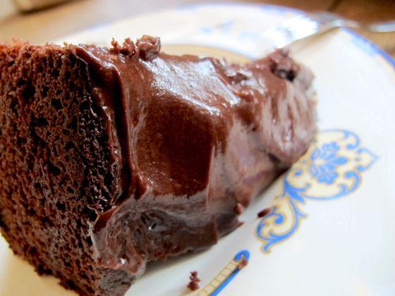 Byens aller saftigste sjokoladekake med en frekk rømme/sjokoladeglasur. | CSANGOLICIOUS