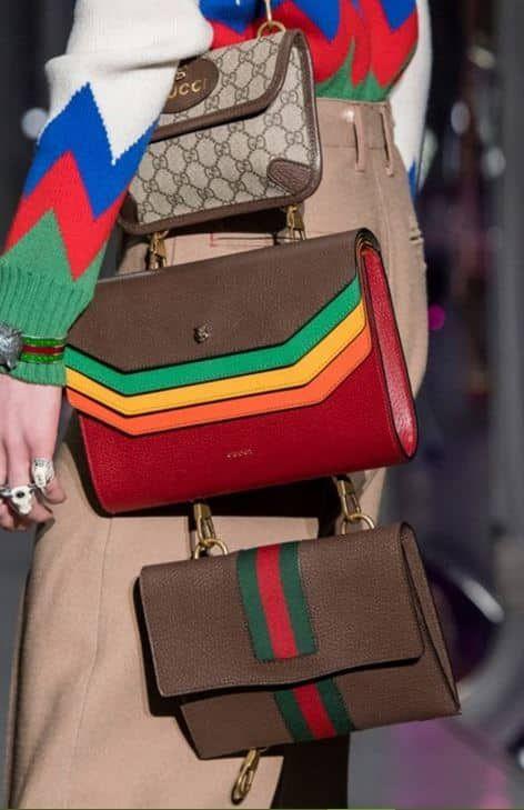 Torniamo ad occuparci di passerelle oggi, raccontandovi i trend più hot della nuova collezione di borse Gucci autunno inverno 2017 2018. Una delle tendenze must have saranno le borse multiple, legate l'una all'altra, ma le sorprese non finiscono qui! Sono tantissime le novità per la prossima stagione della moda! La classe di Gucci incontra l'estro …