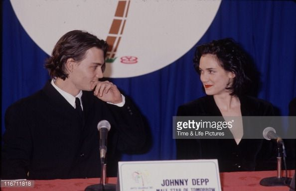 actors-johnny-depp-and-winona-ryder-picture-id116711818 (594×384)