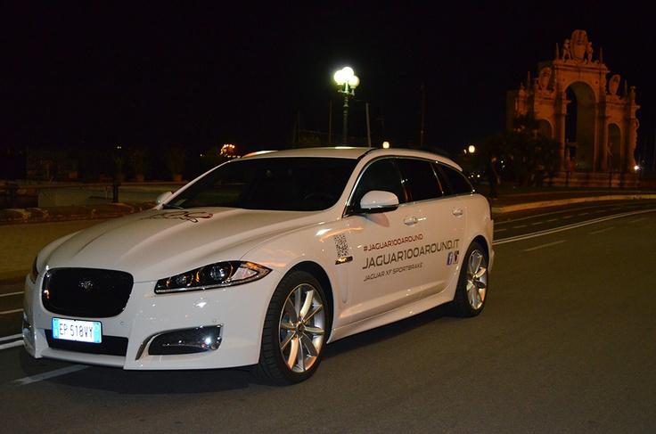 Napoli accoglie Lei, la Jaguar XF Sportbrake! #Jaguar100Around