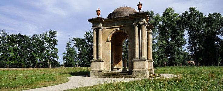 File:Veltrusy, pavilón Marie Terezie.jpg