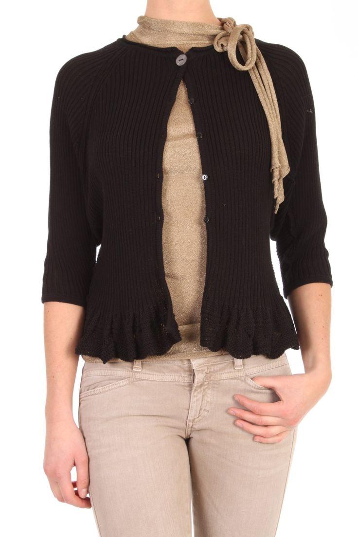 Dit vest van Twin-Set in Nero is gemaakt van 100% katoen. Het vest is in een ribbel gebreid en heeft een kanten roezel rand onderaan. De fit is los en vleermuis mouw. De mouw is 3/4 lengte. Een vrouwelijk vestje om te combineren met stoere broek of mooie