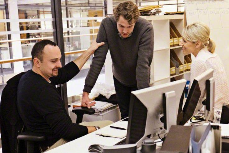 Tiga Siku - Walaupun keadaan ekonomi dan keuangan kantor sedang sulit, namun setiap karyawan memiliki hak untuk meminta kenaikan gaji. Akan tetapi, kamu harus melakukannya di saat yang tepat dengan cara pendekatan yang tepat pula untuk menghindari konsekuensi bu