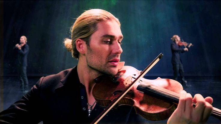 Luego de haber debutado en plan grande en México, con sus dos visitas de 2014 con boletos agotados, el prodigioso violinista alemán David Garrett regresará a nuestro país con una gira que promete ser explosiva.