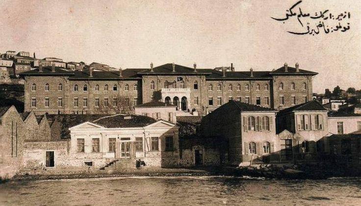 Izmir Kız Lisesi, işgalde yunan üniversitesine çevrilmek istenen bina.