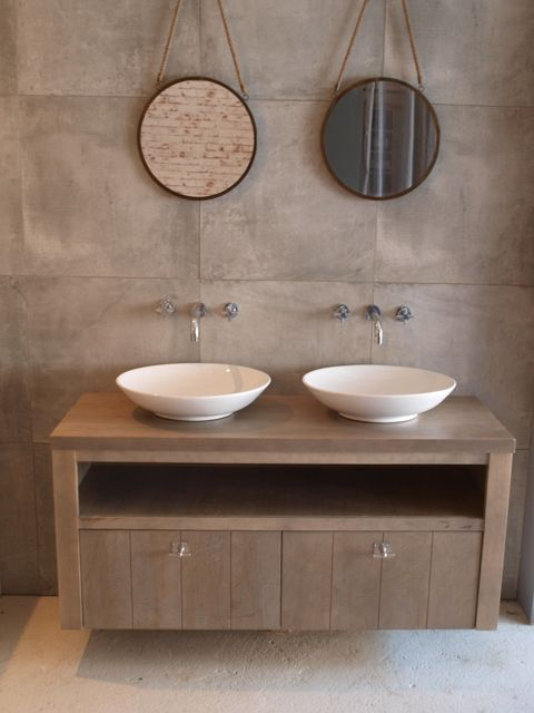 Helemaal gaaf is dit houten badkamermeubel uit de Lavello lijn van Wood4. Super degelijke en smaakvol in het landelijke ontwerp.  Badkamer en badkamermeubel