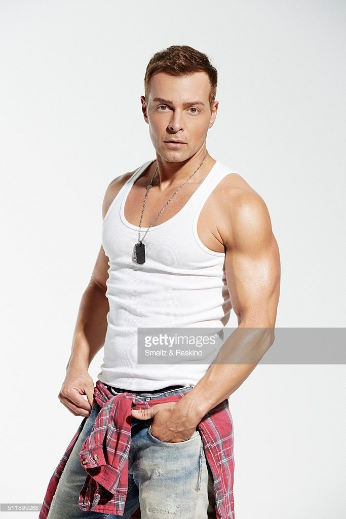 joey-lawrence-is-photographed-for-the-men-of-the-90s-hot-bodies-issue-picture-id511899268 (683×1024)