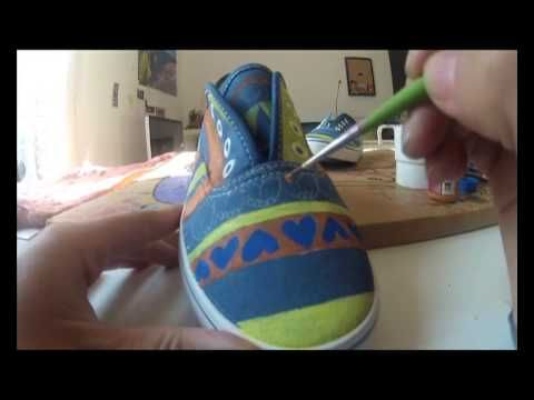 6 horas de trabajo resumidas en 3 minutos. Así pinto mis zapatillas :-)  6 hours of work resumed in 3 minutes. Thats how i made my handpainted sneakers! #custom #sneakers