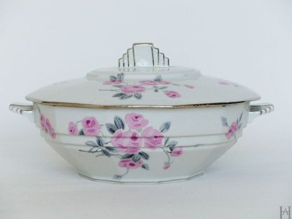 Art Deco soup tureen. Soup tureen with handles and lid.