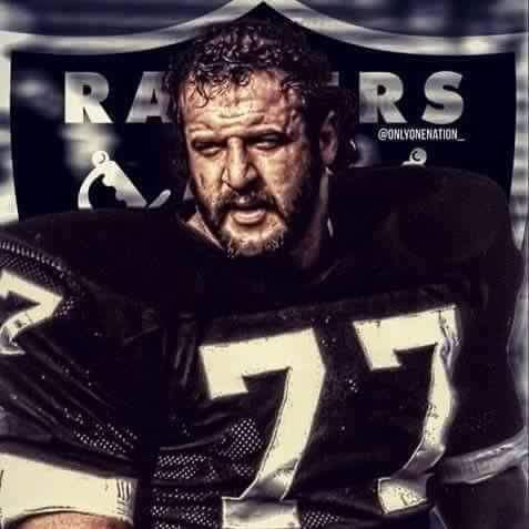 OAKLAND RAIDERS - LYLE ALZADO ..# 77.