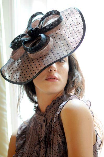 Tocado de @Cherubina hats & headpieces, fantástico para la #invitadaperfecta. #innovias