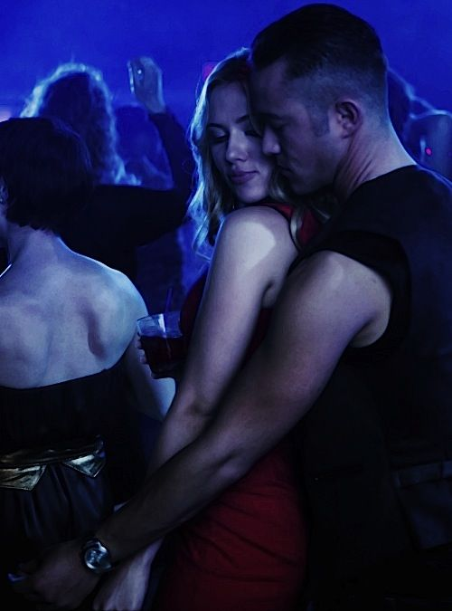 Don Jon de Joseph Gordon-Levitt (2013). Divertida comedia sobre la adicción al porno. Muy bien Joseph Gordon- Levitt (en todos los sentidos) y sorprendente Scarlett Johansson en la piel de choni.