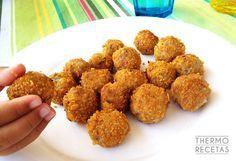 Los bocaditos de berenjena y requesón, rebozados con corn flakes, son unas albóndigas vegetales que gustan a toda la familia.