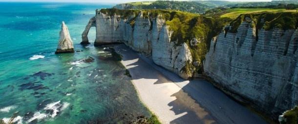 Falaise Etretat, en France.    Découvrez une sélection de paysages extrêmes à couper le souffle : http://blog.ecotour.com/bons-plans/paysages-extremes-a-couper-le-souffle/