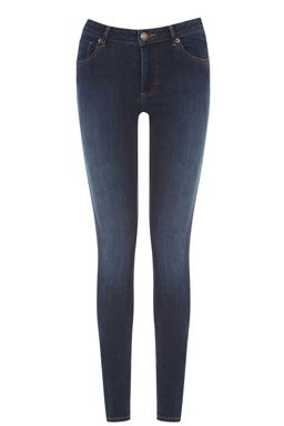 These super-skinny five pocket jeans feature Reform technology which gives you superior holding power