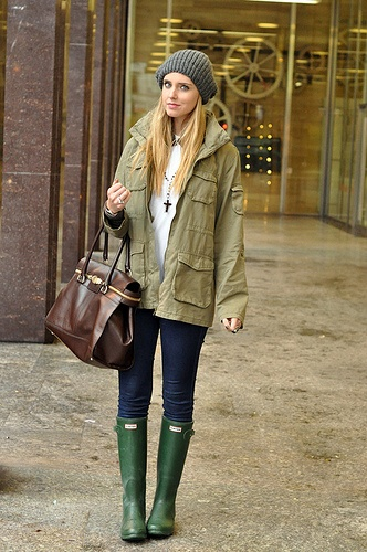 I want I want I want I WANT GREEN HUNTER BOOTS!!! Minus the confused looking model