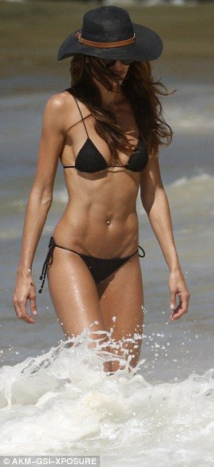 Victoria's Secret's Izabel Goulart sizzles on the beach in Brazil | Daily Mail Online