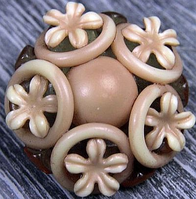 Vintage Extruded Celluloid Flower Button.