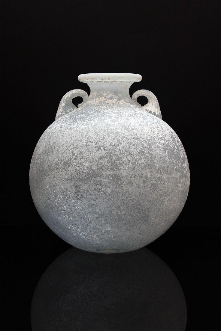 "Seguso Vetri d´ Arte, Murano Vase ""Anfora Bianca"" a scavo italienischer Landhausstil. For more information: http://tillipan.com/anfora-bianca/seguso_vetri_d`arte/"