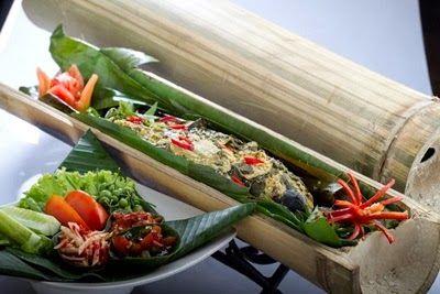 KULINER,korantangsel.com- Ikan patin. Siapa yang tidak mengenalinya. Ikan yang kaya manfaat ini, ternyata makin banyak digandrungi para pecinta kuliner. Berbagai olahan ikan patin pun, kini mulai bervariasi. Salah satunya patin bakar bambu. Sajian menu baru yang ditawarkan oleh restoran Sari Boboko ini, menjadi salah satu menu andalan dan patut Anda coba.
