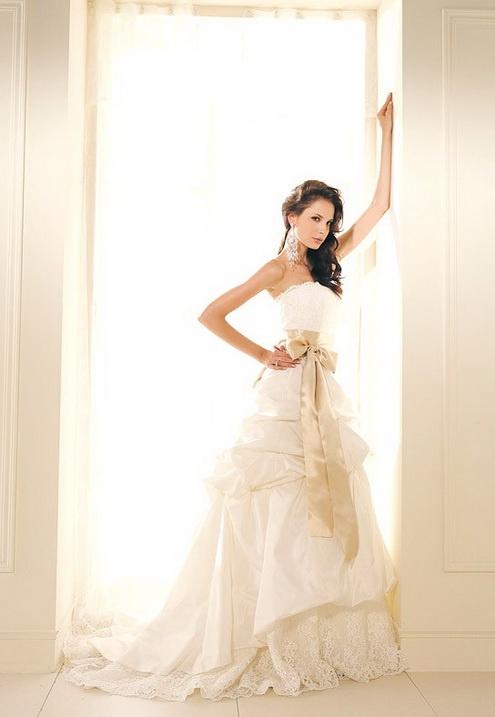 Molte celebrità in questi giorni trovare quel vestito di un matrimonio non è sufficiente e hanno bisogno di due o tre abiti per loro grande giorno.