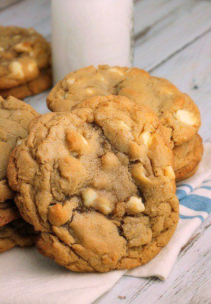 White Chocolate Macadamia Cookies are big, thick, soft and chewy cookies. My absolute favorite kind of cookie!
