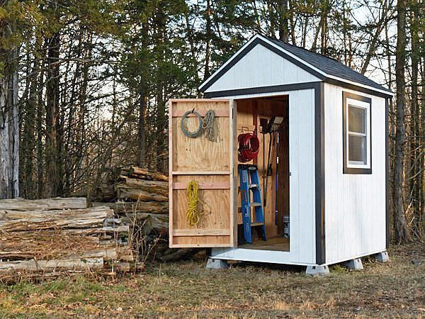 Finally, we end with a tutorial for this simple shed, with complete downloadable plans, photos and instructions from Popular Mechanics. DIY away!