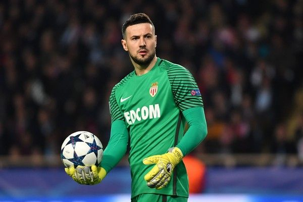 Monaco's Croatian goalkeeper Danijel Subasic reacts during the UEFA Champions League round of 16 football match between Monaco and Manchester City at the Stade Louis II in Monaco on March 15, 2017. / AFP PHOTO / Pascal GUYOT