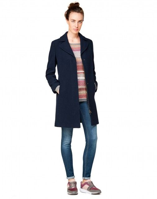 Shop Lapel collar coat Blue for JACKETS AND COATS at the official United Colors of Benetton online shop.