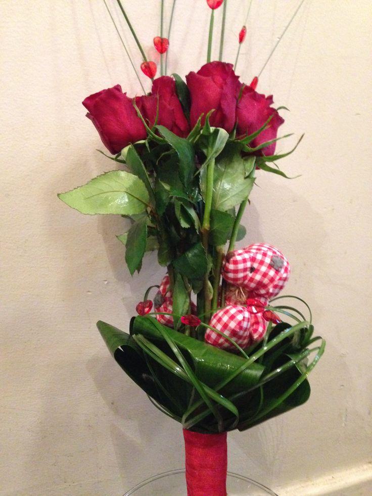 vörös rózsa csokor Valentin napra