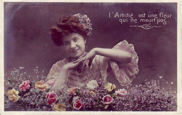 vintage-valentine_-french-postcard-early-20th-century_friendship-is-a-flower-that-never-dies-valentine-cards-were-not-only-about-romantic-love-one-gave-them-to-children-friends-etc.jpg (640×404)