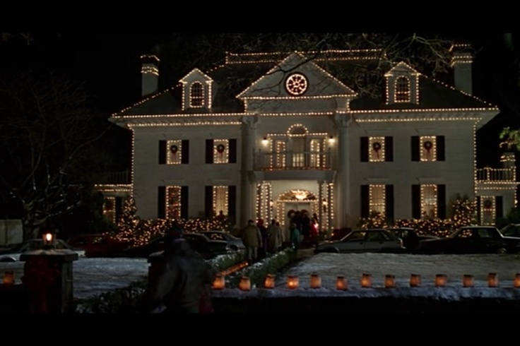 Jumanji house night view christmas decor dream home for Christmas house inside decorations