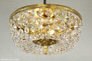 Plafonniere met kristallen 26384 bij Van der Lans Antiek. Meer kristallen lampen op www.lansantiek.com