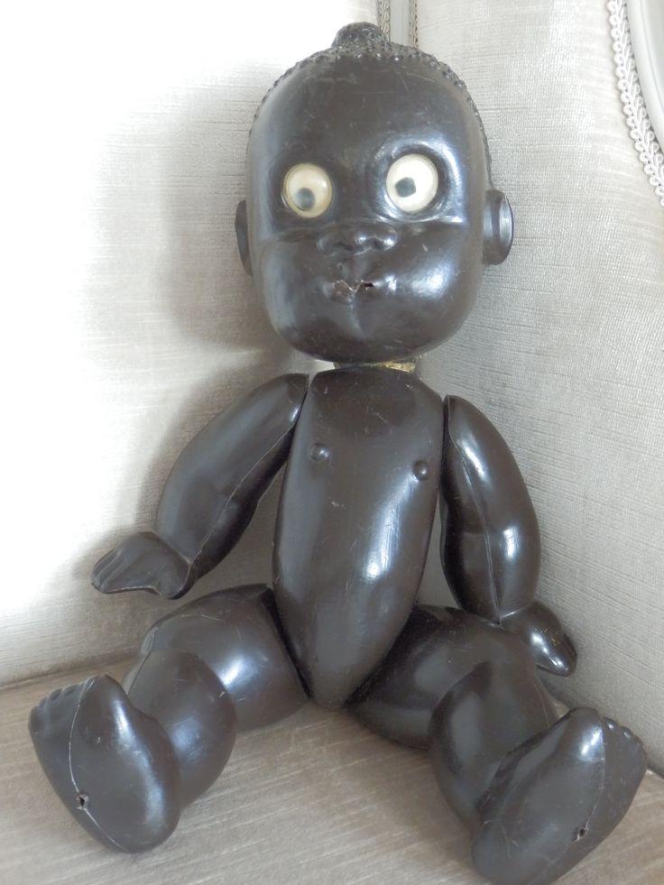 Te koop. Zeer zeldzaam 'Zulupopje'. Wat een bijzonder stuk oud speelgoed! Het popje heeft ook kleertjes, grijs-geel gestreept. Een muts, jasje en broekje. Origineel!